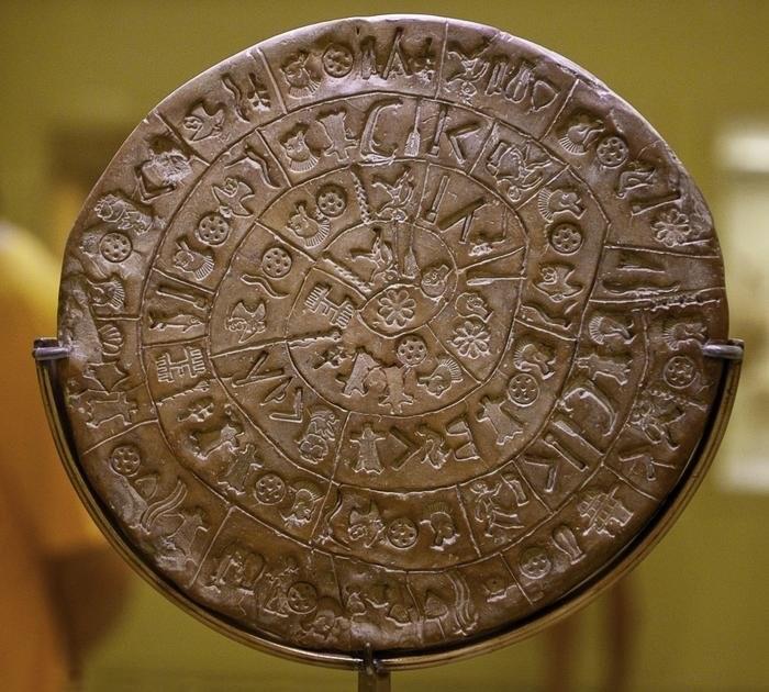 Керамический фестский диск с рунами, предположительно, славянского произхождения