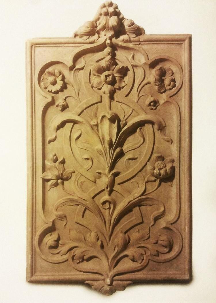 Фронтонная керамическая плита. Начало XX века