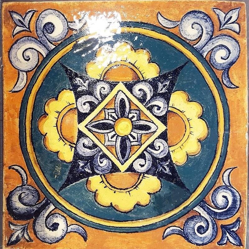 Наша изразцовая плитка, написанная по мотивам итальянских ренессансных орнаментов