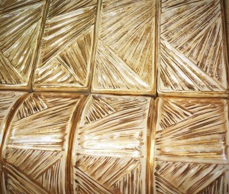 Рельефные бордюры в стиле ар деко, покрытые золотом