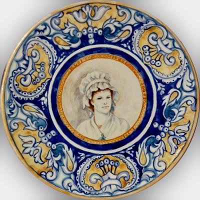 Керамическая тарелка Дама в чепце, ручная работа