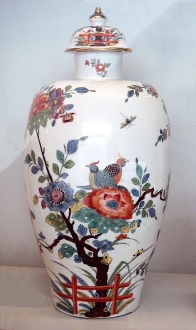 Ваза шинуазри в стиле гуанцай «розового» семейства. Мейсен. 1735 год