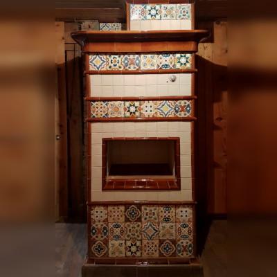 Изразцовая печь с марокканскими орнаментами