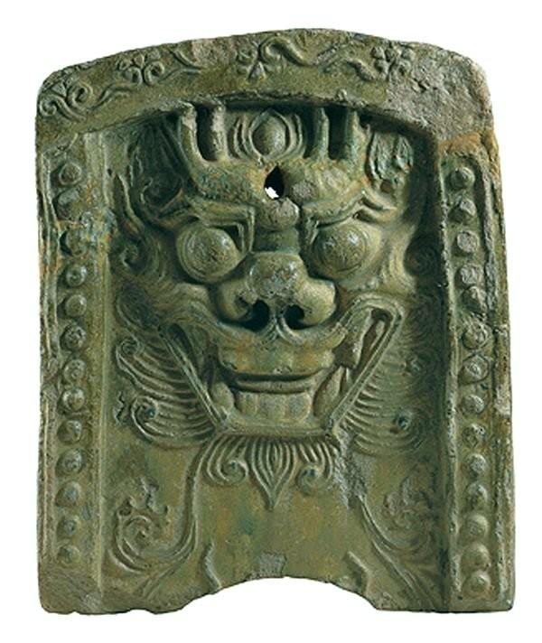 Кровельная черепица с изображением маски фантастического зверя. 668–935 г.г.