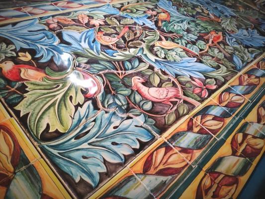 Керамическое панно для кухни по рисунку Уильяма Морриса — Птицы в ветвях