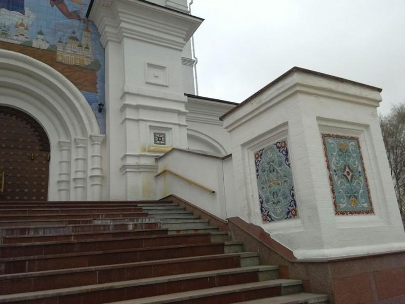 Изразцовые панно на Успенском Соборе Ярославля