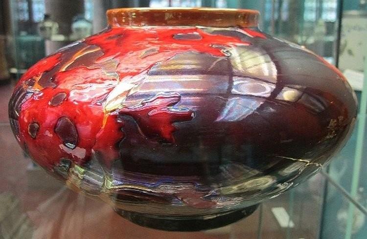Ваза из музея Жолнаи. Эозиновая глазурь.