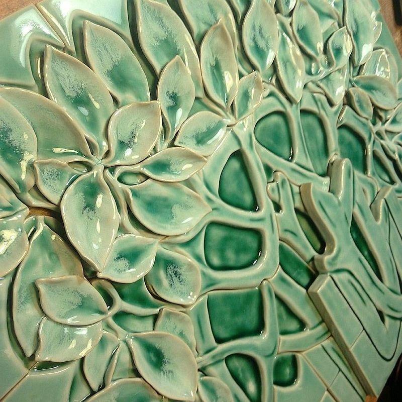 Скульптурное керамическое панно для облицовки печи