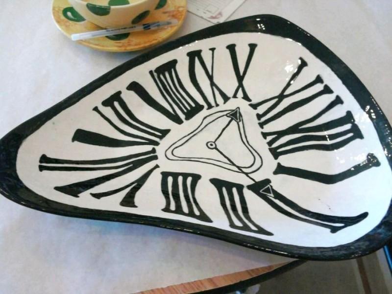 Керамическая тарелка по мотивам картины Дали