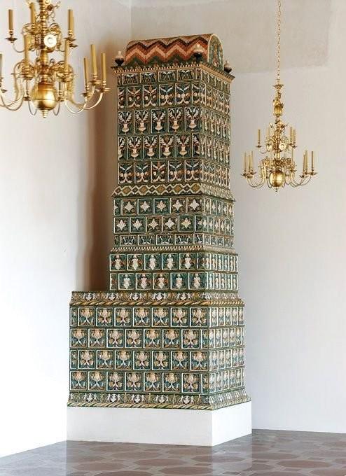 Реконструированные изразцовые печи 16 века в Нижнем замке