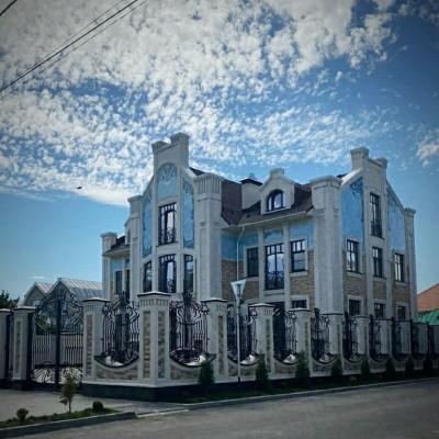 Керамическая облицовка фасада в стиле модерн (art nouveau) нежного небесного цвета