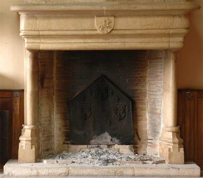 Французский готический камин