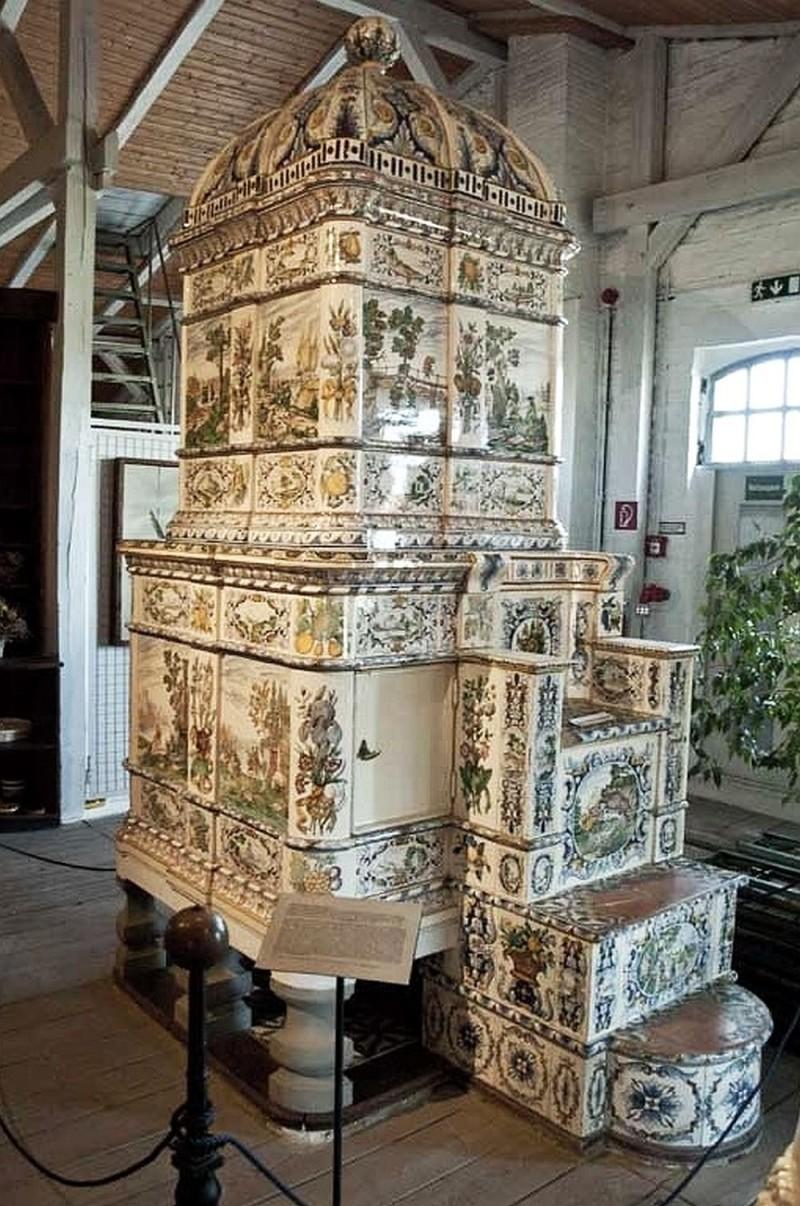 Изразцовая печь в музее керамики в Фелтене в стиле неоренессанс