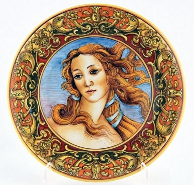 Тарелка в стиле эпохи Возрождения с изображением Венеры с полотна Сандро Ботичелли Рождение Венеры