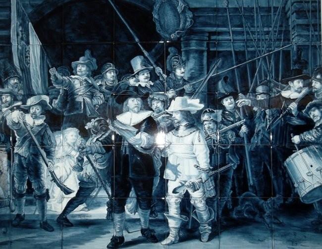 Панно по картине Рембранта Ночной Дозор в музее фарфора в Делфте