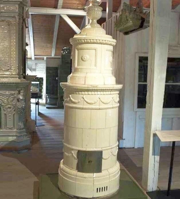 Изразцовая печь в стиле ампир в музее печей и керамики в Фелтене