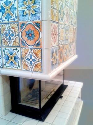 Изразцовый камин с итальянскими орнаментами