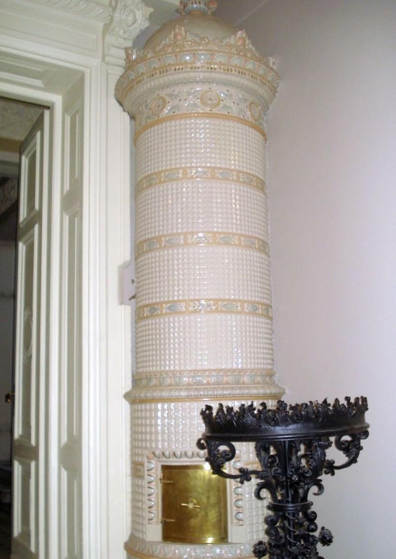 Круглая керамическая печь во дворце Вилейшиса