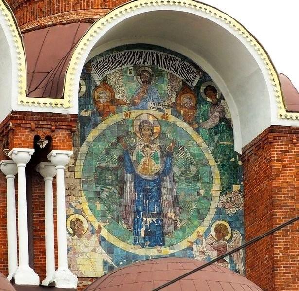 Майоликовые панно в Красной церкви в Вичуге, выполненные на заводе «Абрамцево» по рисункам Ивана Кузнецова