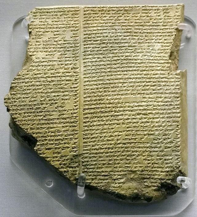 Глиняная табличка с клинописью из библиотеки Ашшурбанипала