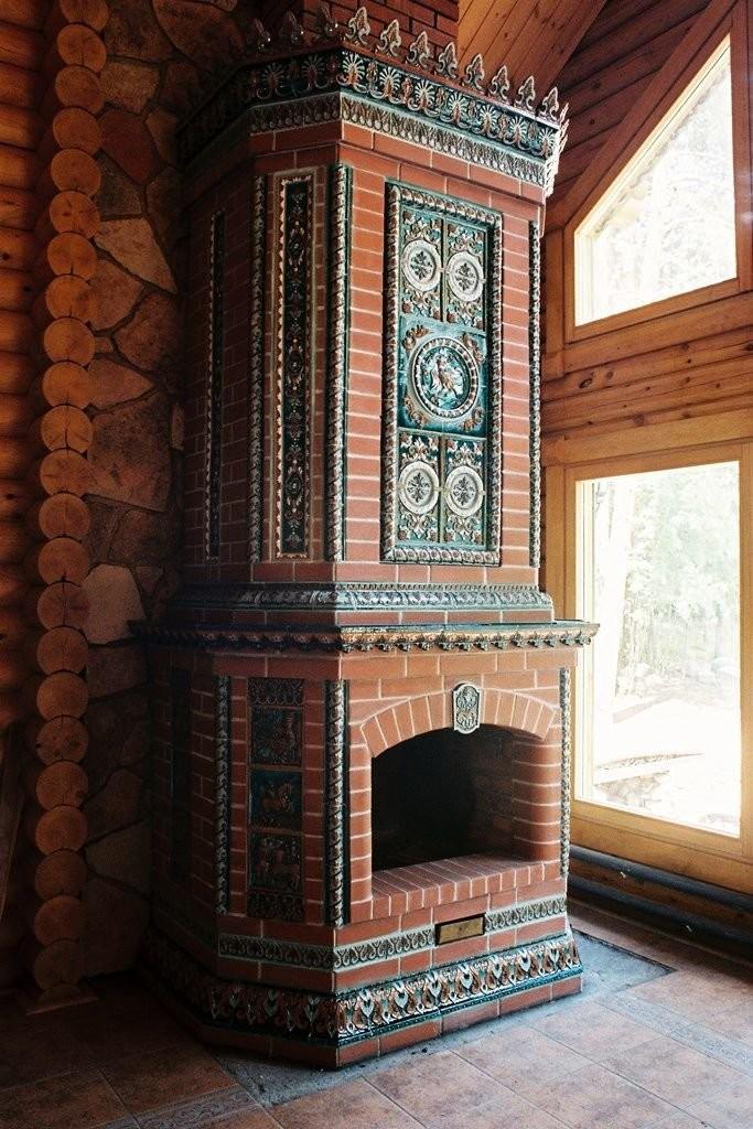 Камин с изразцами в неорусском стиле, производства мастерской Сергея Лебедева