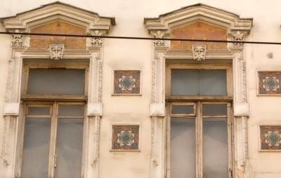 Исторические Арабески на фасаде дома 24 стр. 7 на Мясницкой улице Архитектор А. И. Вебер. 1874-1875 год.