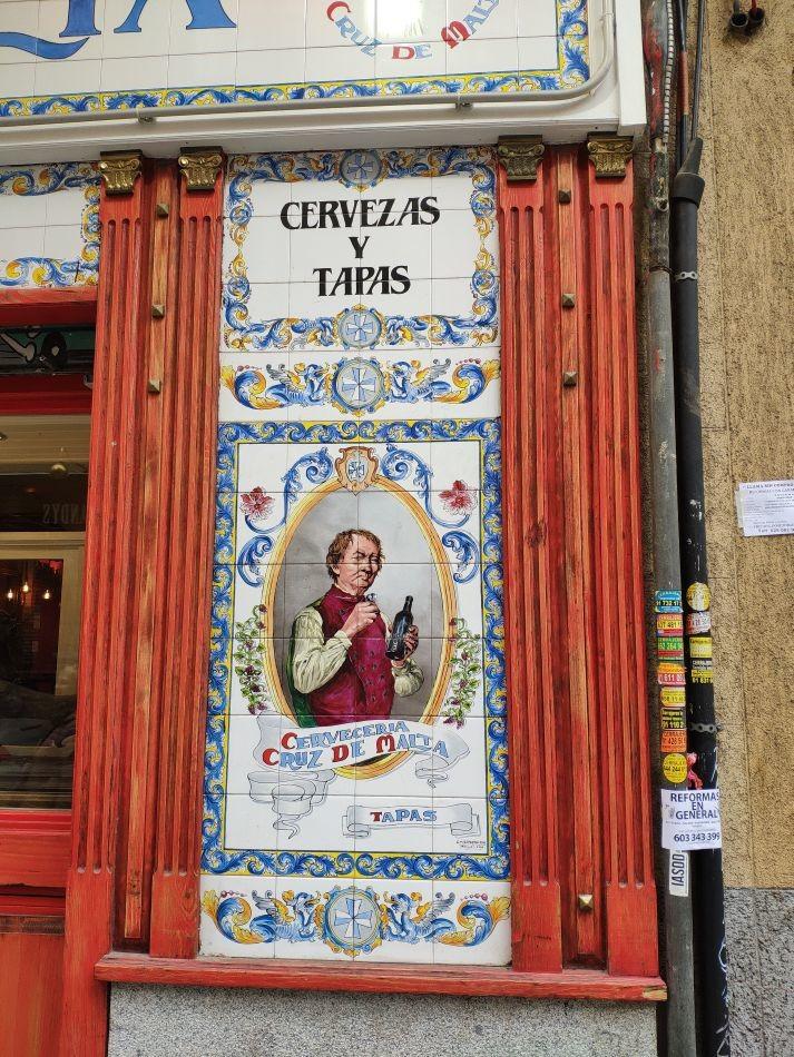 Керамические панно таверны Cerveceria La Cruz de Malta