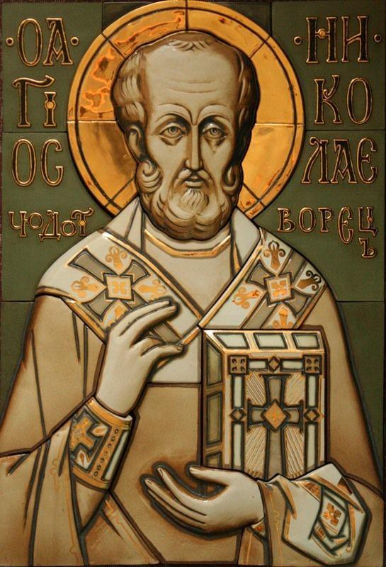 Фарфоровые надвратные иконы Соловецкого монастыря без малейших признаков разрушения, сделанные в мастерской Юрия Осинина и установленные в 2004-2007 годах
