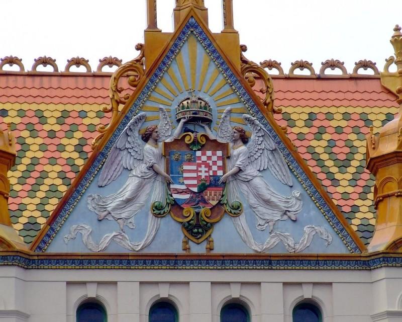 Здание почты в Печ. Керамика Жолнаи