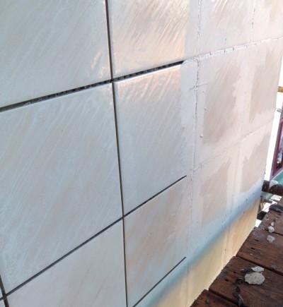 Восстановленный исторический фасад дома в Саратове с применением наших фасадных плиток с эффектом перламутра.