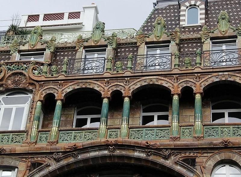 Дом Лавиротта с керамикой Биго по улице Рапп, 29