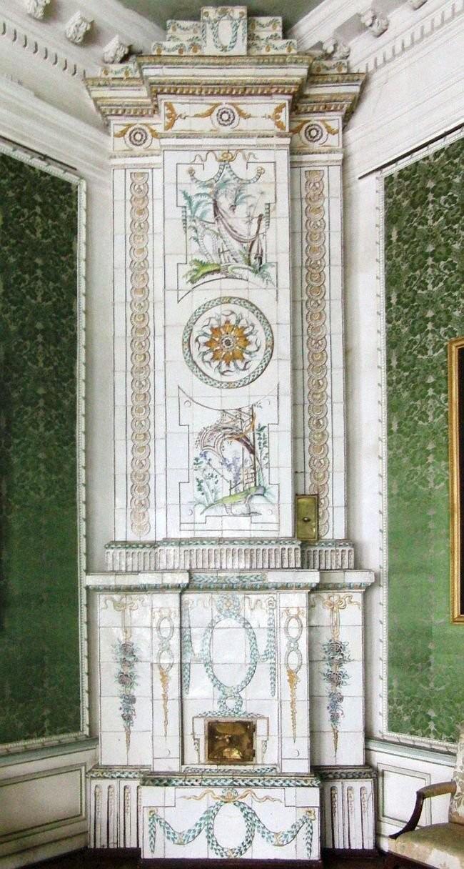 Изразцовая печь из усадьбы Кусково. 1770-1780 год.