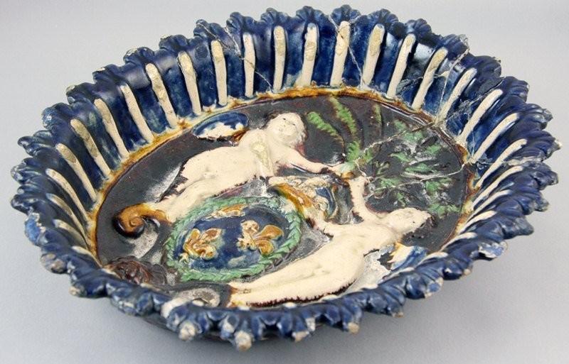 Памятная чаша с гротесками на коронацию Генриха IV. Бернар Палисси. 1553 год