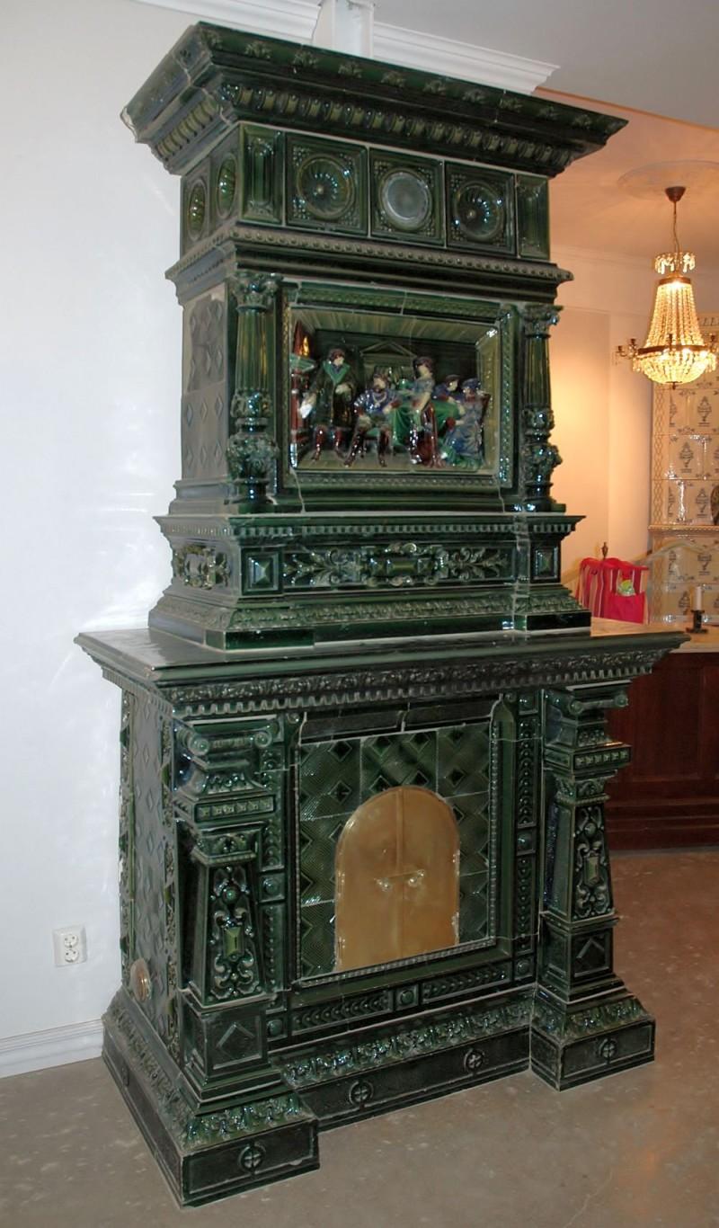 Майоликовая печь в готическом стиле
