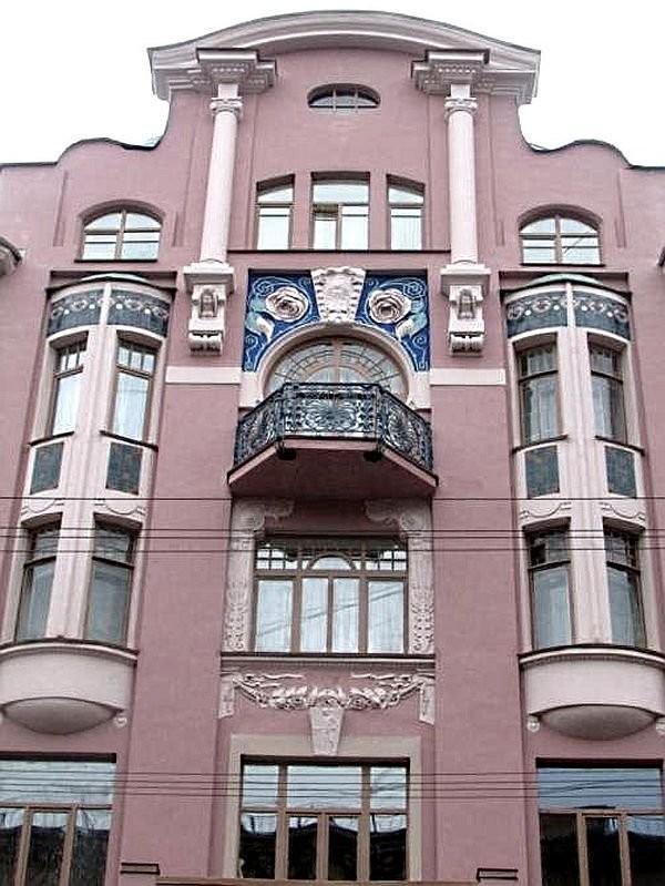 Рельефные фризы на доме Бадаева