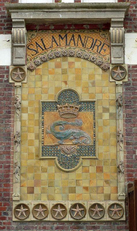 Керамическое панно на здании мануфактуры Шарля Гребера