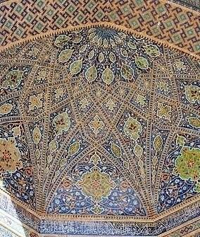Изразцовый потолок медресе Тилля Кари