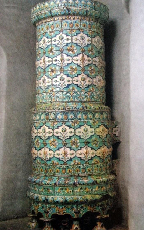 Круглая изразцовая печь из Тихвинской церкви. 1670 год. Москва