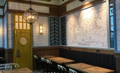 Наше керамическое панно с картой мира в кафе Поль Бейкери (аэропорт Домодедово)