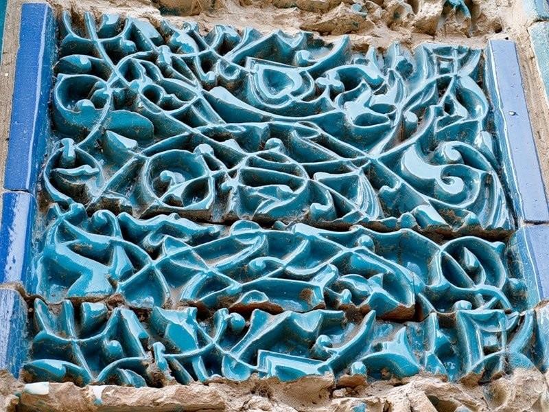 Средневековая резная майолика из Шах-и-Зинда