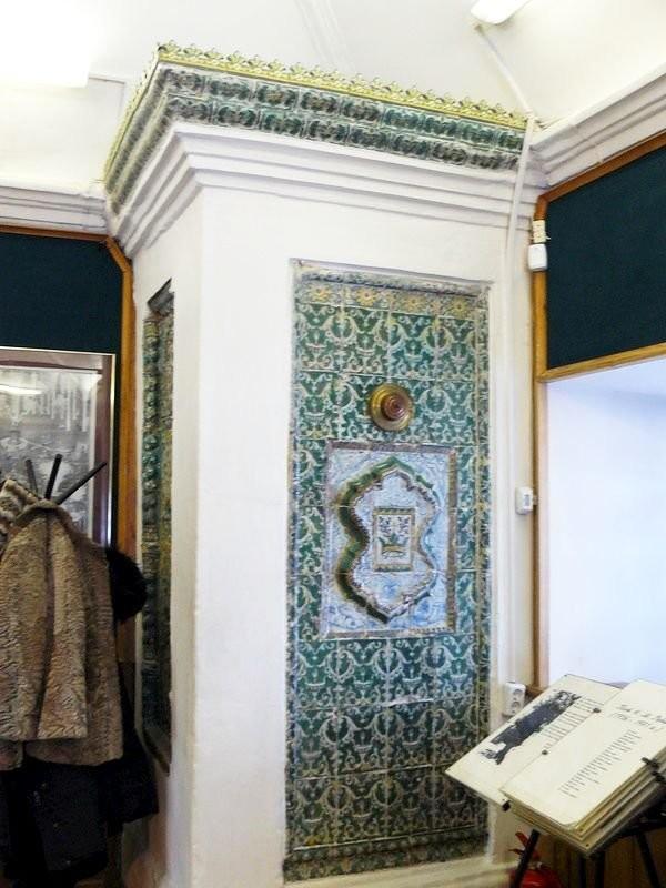 Изразцовая печь-голландка в доме-музее Петра Первого