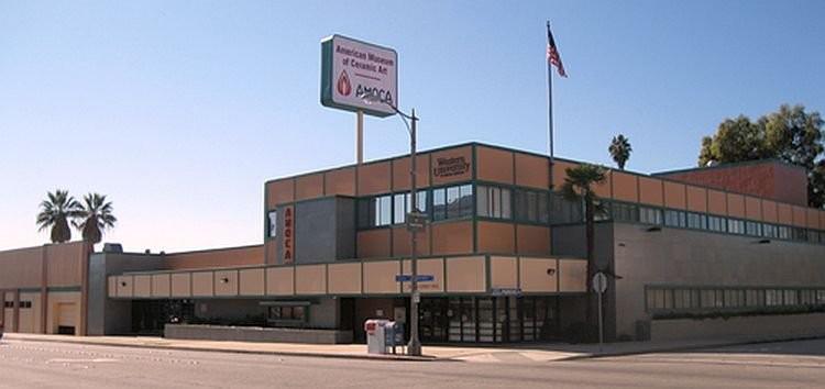 Здание Американского музея искусства керамики в Калифорнии