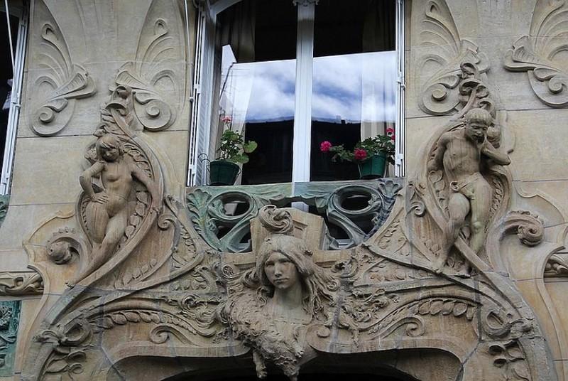 Вход в дом Лавиротта по улице Рапп, 29