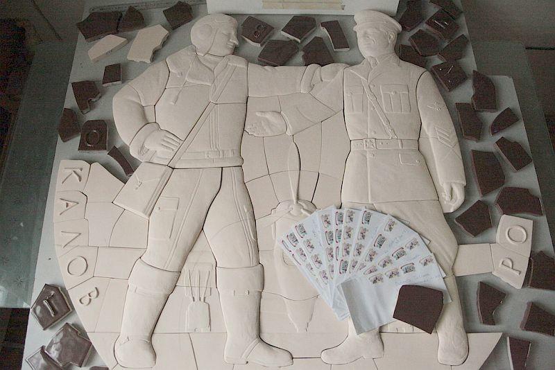 Фарфоровые элементы фасадного панно до декорирования глазурями. Мастерская Юрия Осинина