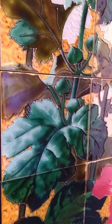 Керамическое панно с резервной живописью глазурями. Музей Саргемина