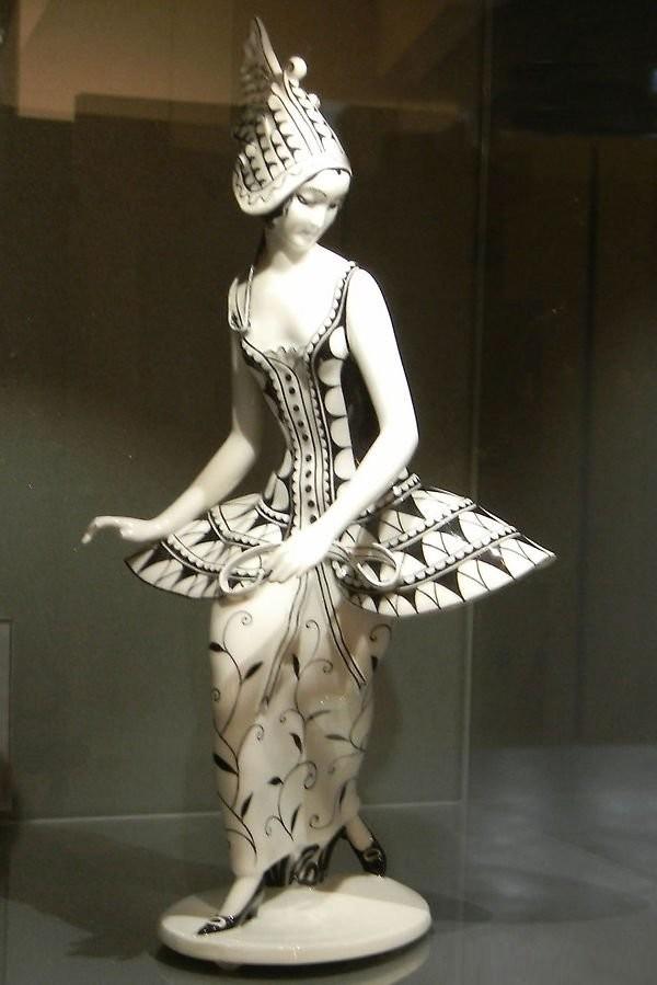 Статуэтка в стиле шинуазри. Современный Аугартен