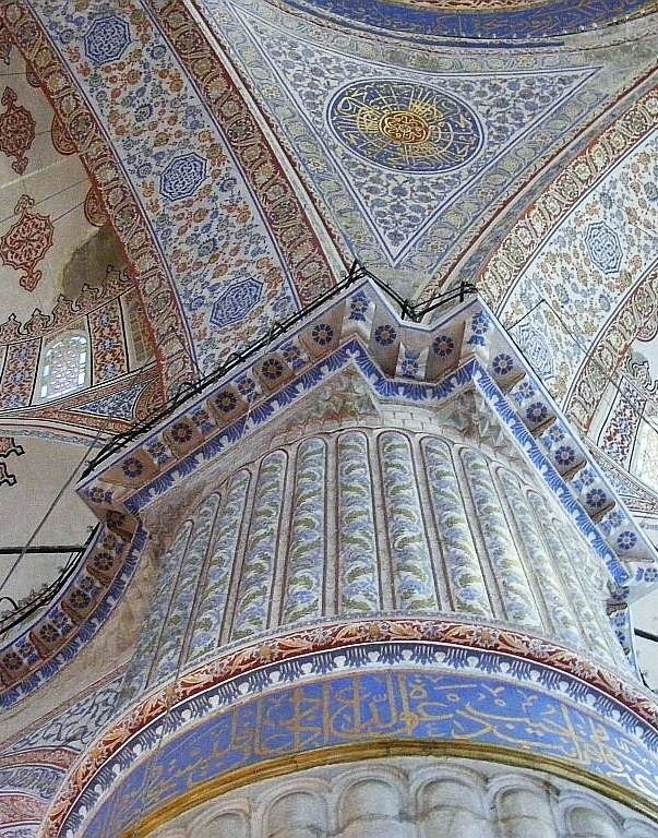 Голубая мечеть в Стамбуле, облицованная 200 000 изникскими изразцами