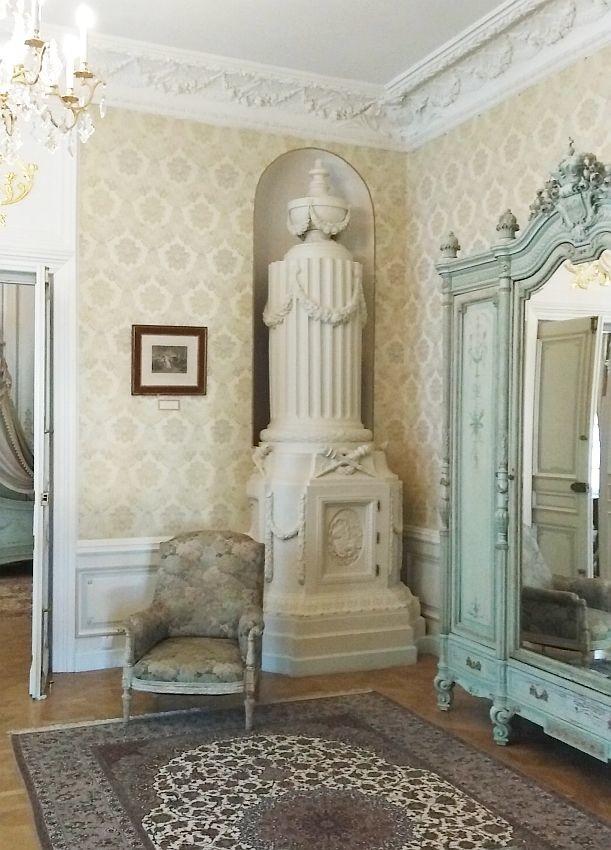 Изразцовая печь в стиле ампир в салоне княгини (зал семейный фотоальбом Радзивиллов)