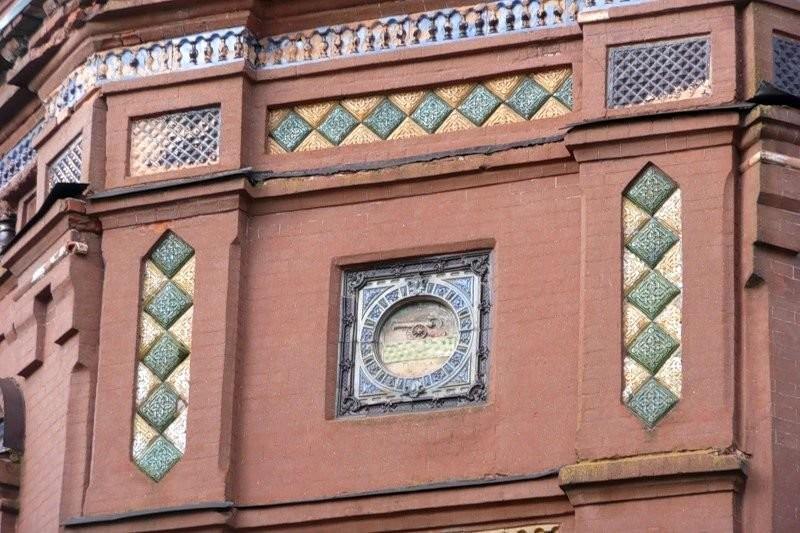 Изразцовый фасад здания Офицерского Собрания в Смоленске