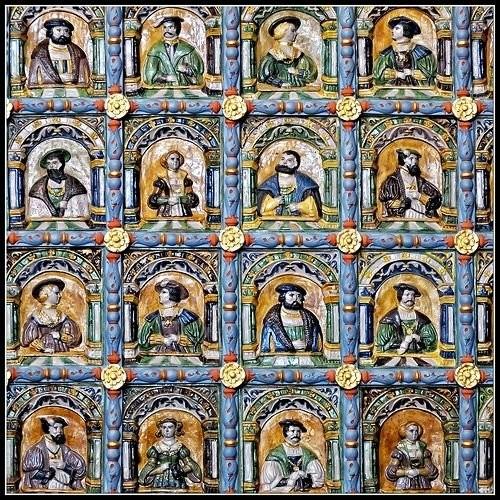 Барельефы с изображениями европейских королей на Печи в суде Артуса